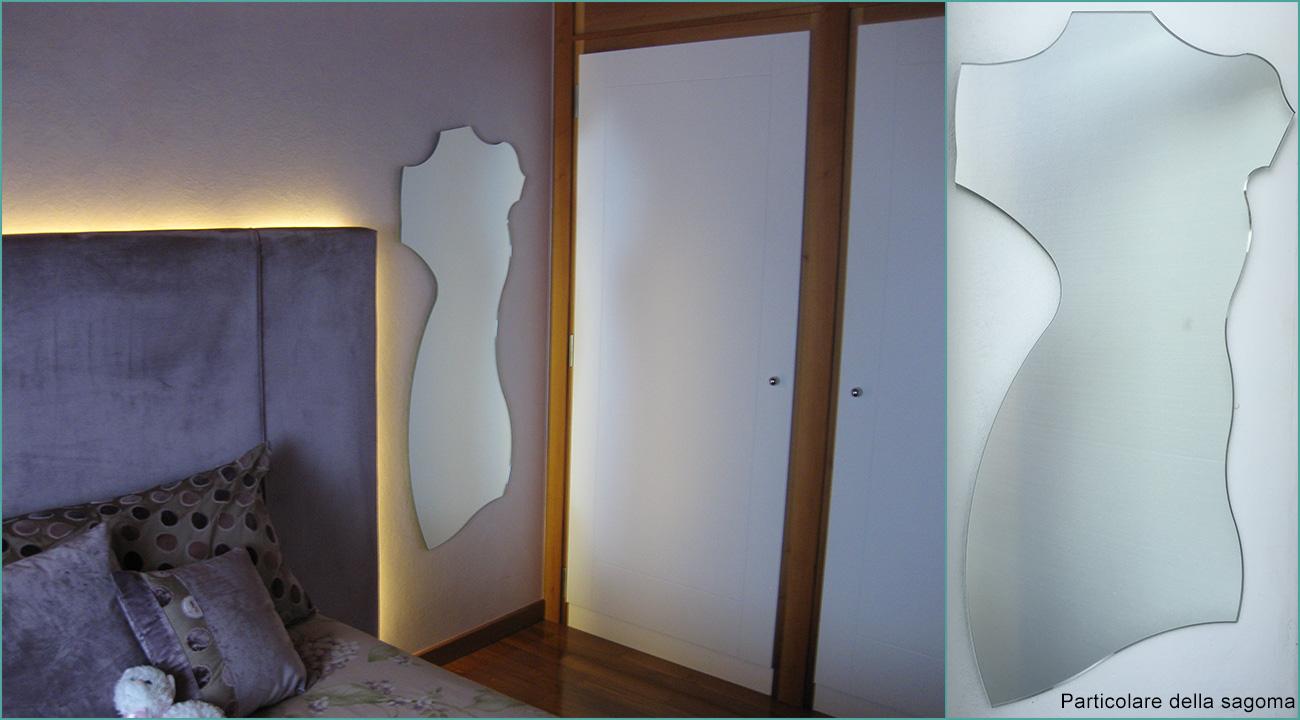 Specchio sagomato a silhouette femminile